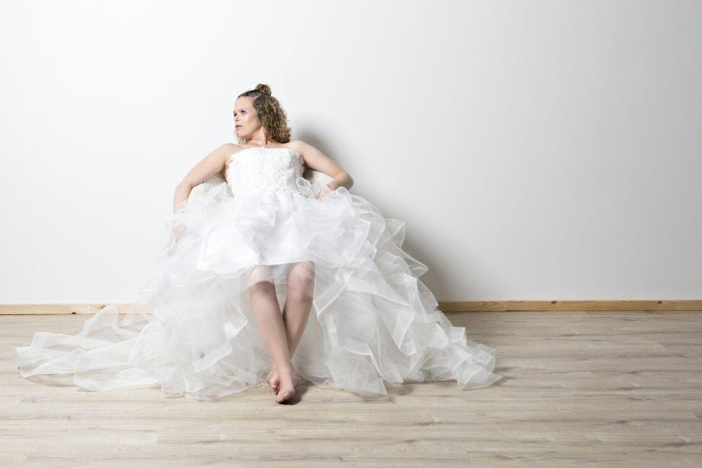 desar dress female portrait fashion photography elinchrome canon